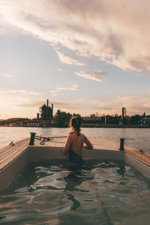 Hot tub boat - sunset view of Gas Works Park