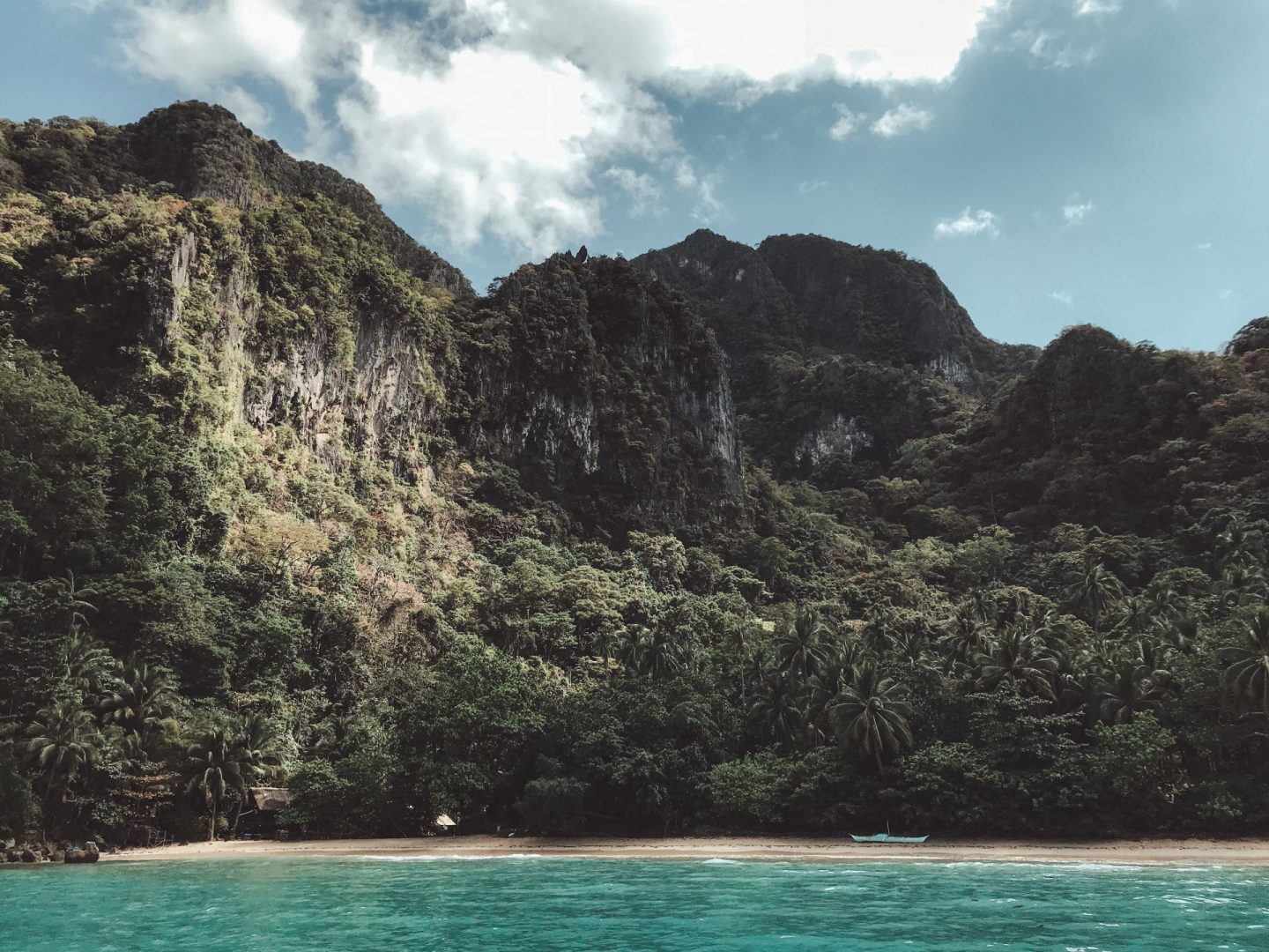 Deserted island tour day 3 - A visit to Cadlao Island